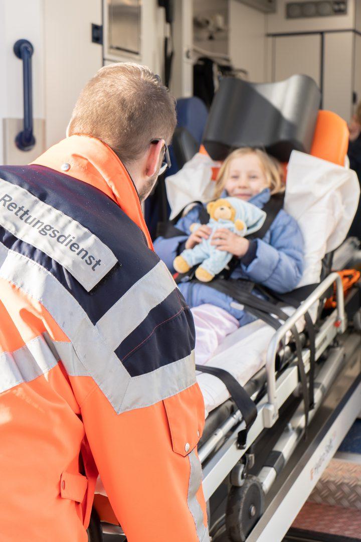 Kinderkrankenhaus Wilhelmstift - Kind im Notarztwagen