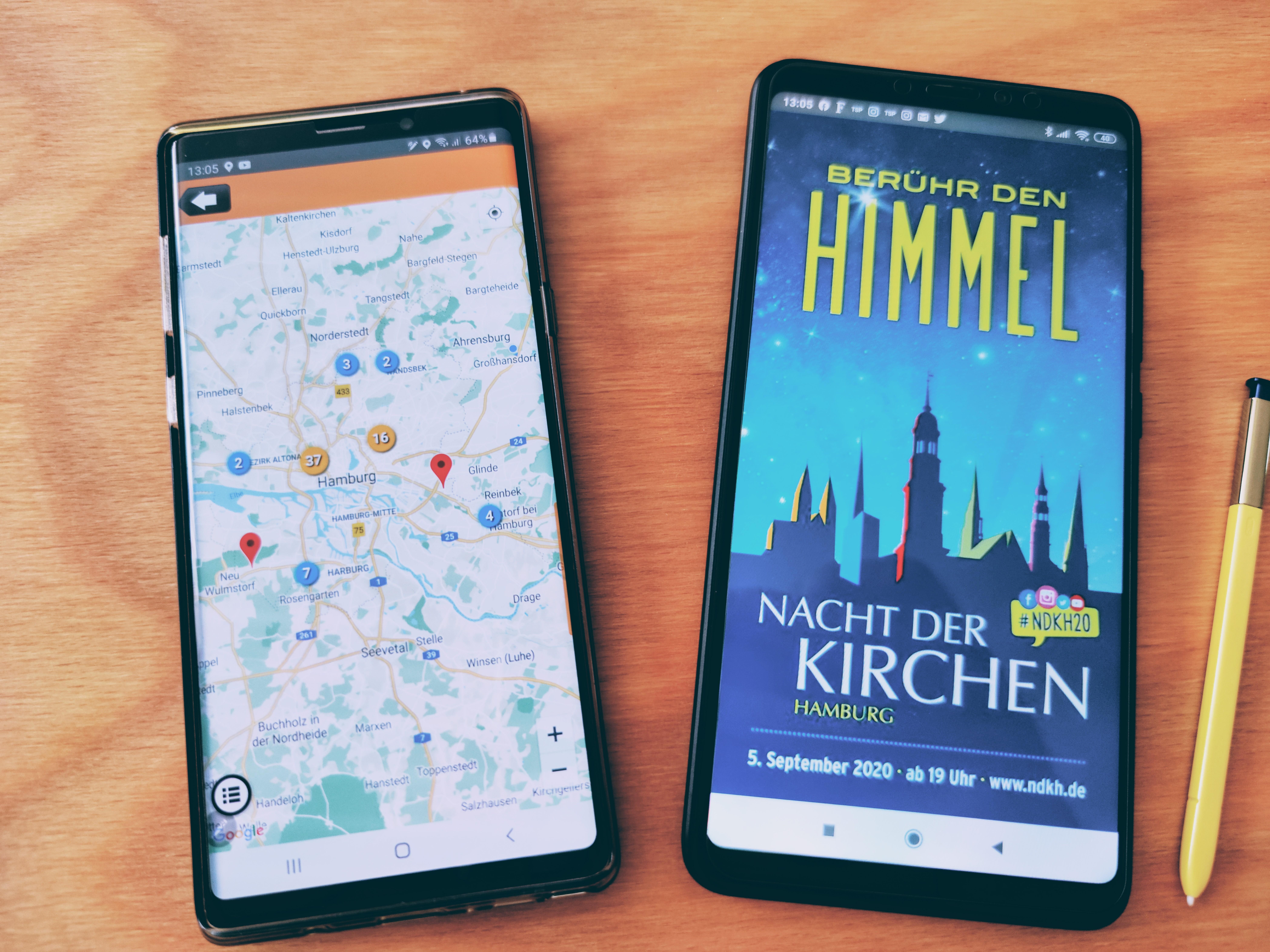 Smartphone mit der App Kirchennacht